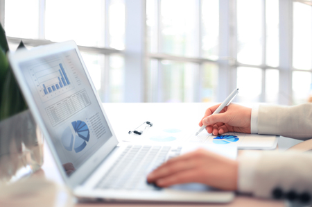 Woman Analysis Business Accounting on Laptop Banque d'images