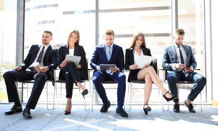 trabajo: estresantes personas en espera de la entrevista de trabajo