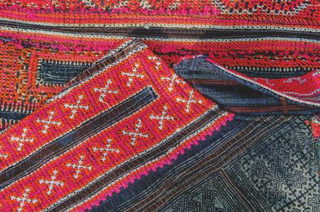 tribu: Bordado tailand�s, hecho a mano tribu estilo textil Foto de archivo