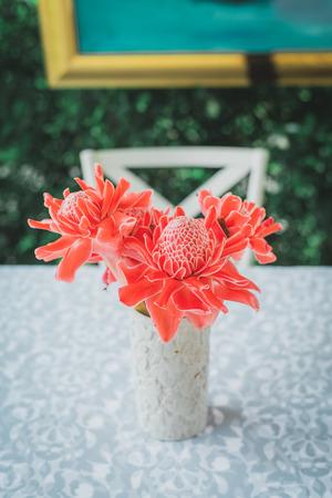 Torch ginger flower in vase, vintage tone. Standard-Bild - 110095658