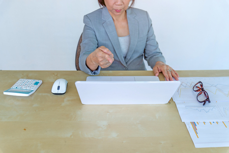 woman working on laptop in office. Standard-Bild - 112670112