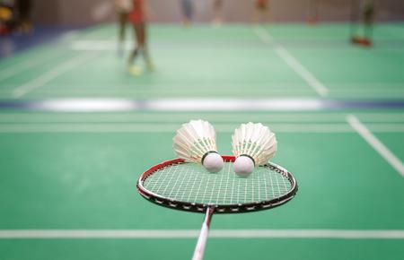 badminton shuttlecock with racket on court. Standard-Bild - 112670116