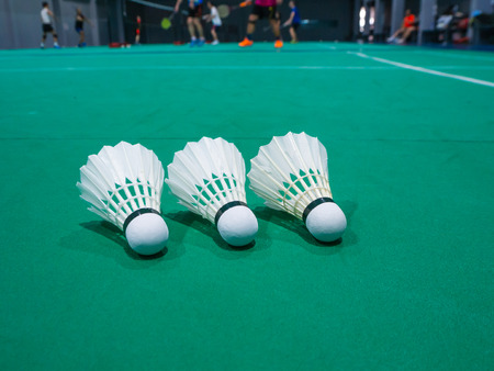 badminton shuttlecock with background player in badminton court. Standard-Bild - 112670133
