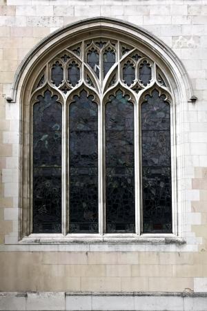 Vitray ile büyük dekoratif kilise penceresi