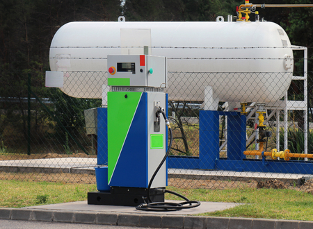 Compact LPG filling station for filling liquefied gas into the vehicle tanks