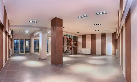 interior spaces: Large empty exhibition space with columns and ceiling lighting Stock Photo