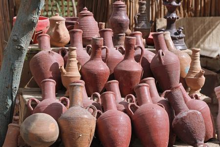 Cerámica polvorienta antigua vasos romanos de las ánforas Foto de archivo