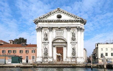 18 世紀のヴェニスのジュデッカ運河のドミニコ会教会のサンタ ・ マリア ・ デル ・ ロザリオ入り口