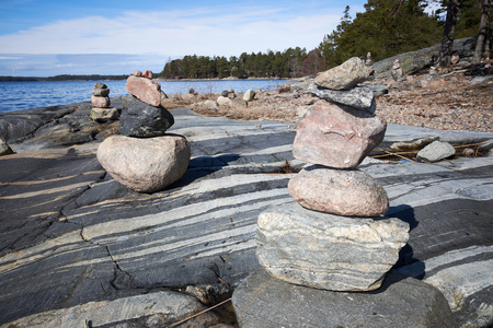 Peaceful summer landscape by the Baltic Sea in Kasnäs, Kemiö, Finland. Wide angle shot of the rocks on the seashore in the Finnish archipelago. Standard-Bild