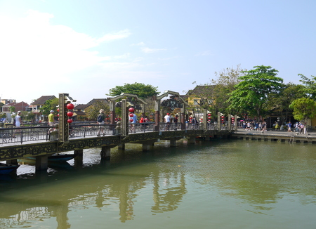 HOI AN, VIETNAM - 19TH MARCH 2018: Beautiful day in Hoi An ancient town with view of the famous Hoi An bridge Redakční