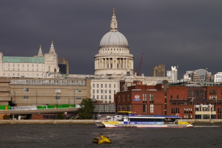 st  paul   s cathedral: St Paul s Cathedral from the Thames