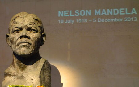 mandela: Statue of Mandela in London