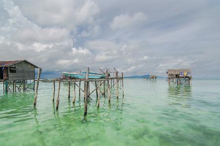 tun: Sabah, Malaysia-July 10, 2016:Daily life of unidentified seagypsy fisherman people in Mabul Island, Malaysia. Seagypsy people is a nomadic and stay in the wooden boat or canoe.