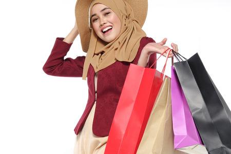 Portrait of a beautiful young muslim woman with shopping bags Foto de archivo