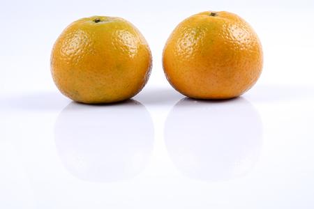 Mandarijn sinaasappel citrusvruchten geïsoleerd op een witte achtergrond. Stockfoto