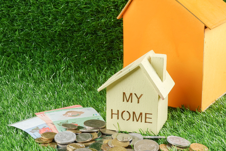House on the green background. Housing/real estate concept. Reklamní fotografie - 86610501