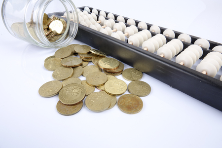 Abacus y monedas. Concepto de negocio Foto de archivo - 92432987