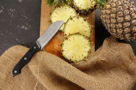 Cuts of pineapples on a chopping board. Imagens