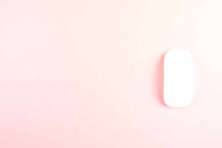 White laptop mouse over pink background. Stockfoto