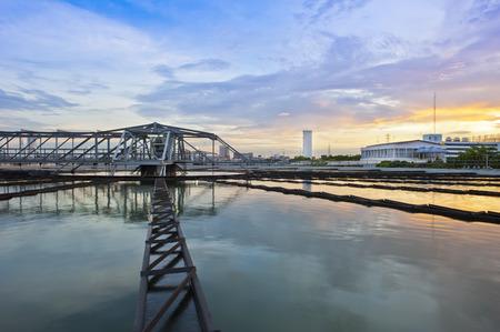 Water pollution: Nhà máy xử lý nước tại hoàng hôn