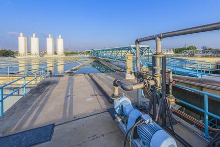 Procédé d'addition des produits chimiques dans l'usine de traitement d'eau Banque d'images - 50103834