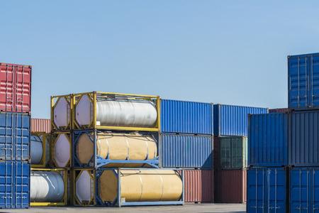 liquido: recipiente del depósito de combustible en la Zona Logística
