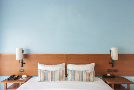 Beautiful and modern bedroom with empty wall for add some text, logo, image, etc. Archivio Fotografico