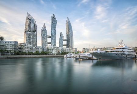 Luxus-Yacht im Hafen Editorial
