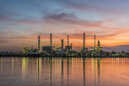 Oil refinery with sunrise Stockfoto