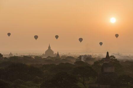 pagode en tempel met zonsopgang, Bagan, Myanmar Stockfoto