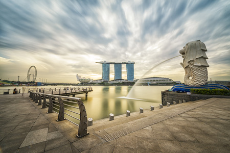 Singapore, 31 January 2015, Sunrise in the morning at Merlion, Marina Bay, Singapore Reklamní fotografie - 50217781