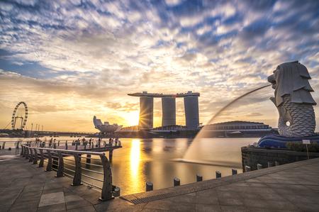 Singapore, 31 January 2015, Sunrise in the morning at Merlion, Marina Bay, Singapore Reklamní fotografie - 50217775