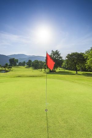 Golfbaan met zonnige dag Stockfoto - 50247937
