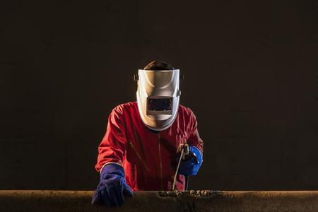 worker prepare for welding Reklamní fotografie - 50181635
