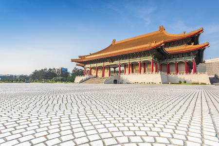 Chiang Kai-shek Memorial Hall met blauwe hemel, Taipei, Taiwan