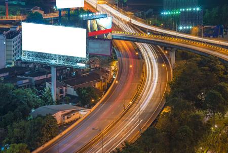 lege billboard of verkeersbord op de snelweg Stockfoto