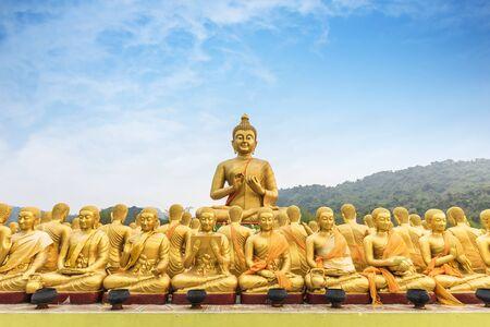 Golden Buddha statue at Buddha Memorial park Reklamní fotografie