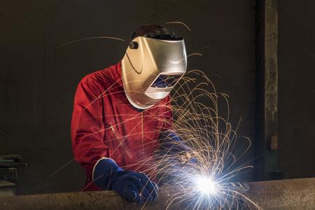 worker welding pipeline in a construction area Foto de archivo
