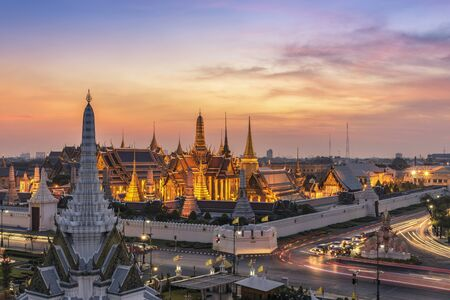 Grand Palace bij schemering in Bangkok, Thailand