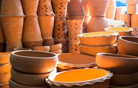 ollas de barro: Las ollas de barro en el mercado de la calle, Tailandia