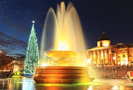 londre nuit: Trafalgar Square la nuit de No�l � Londres, Angleterre