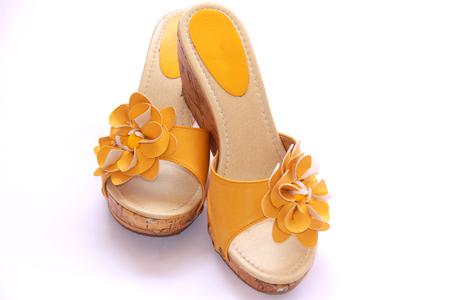 la réputation d'abord comment avoir grande vente au rabais Vecchie scarpe gialle su sfondo bianco