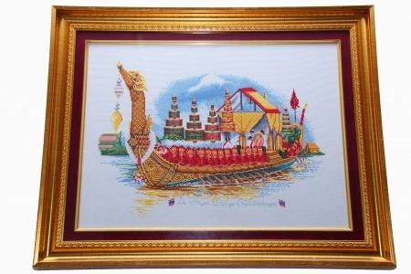 punto croce: Cross Stitch Reale Barge Suphannahong Il re di Thailandia Archivio Fotografico