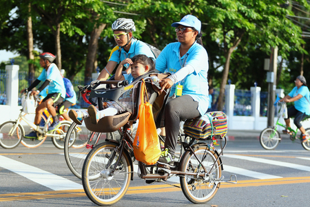rapport: Bangkok, Thailand - August 16, 2015:Queen Sirikit, Bike for Mom to mark her 83rd birthday. the queen's birthday on 12 August which is also a national holiday and celebrated as Mother's Day in Thailand