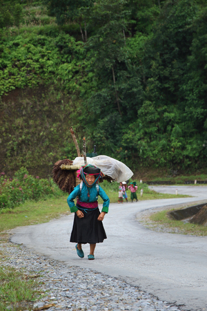 hoary: Ha Giang, Vietnam - September 19, 2015: Hmong in Vietnam, In the northern province of Ha Giang in Vietnam. An area adjacent to China. Editorial