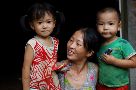 vietnam culture: Ha Giang, Vietnam - September 17, 2015: Hmong family in Vietnam, In the northern province of Ha Giang in Vietnam. An area adjacent to China.