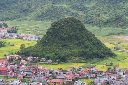 bosom: Fairy bosom is located in Tan Son town, Quan Ba District, Ha Giang Province, Vietnam.