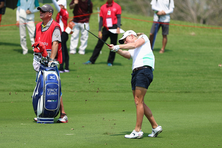 country club: PATTAYA, THAILAND - February 27, 2016: Stacy Lewis of USA plays the shot of the 2016 LPGA Thailand at Siam Country Club in Chonburi. Editorial