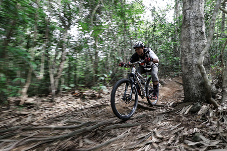 mountain bicycling: Prachinburi, Thailand -June 05, 2016: Thailand Enduro Series 2016. Mountain bike races at Kao E-TO, which combines cross-country mountain bike downhill, on June 4-6, 2016.