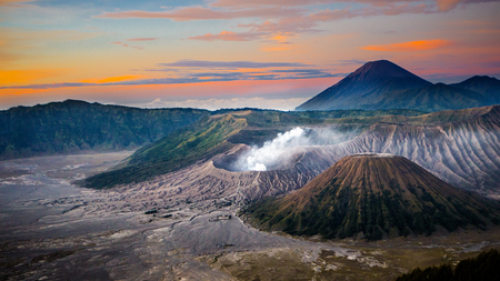Mount Bromo, is an active volcano and part of the Tengger massif, in East Java, Indonesia. Imagens